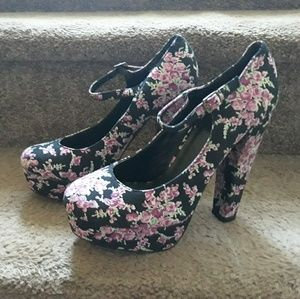 Forever 21 floral shoes